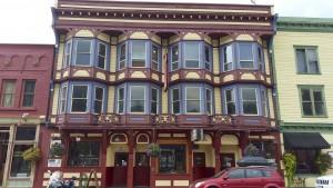 Old Hotel/Pub